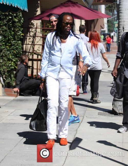 Verdine White goes shopping