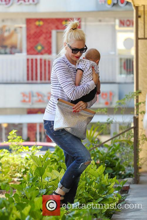 Gwen Stefani carries her third son Apollo