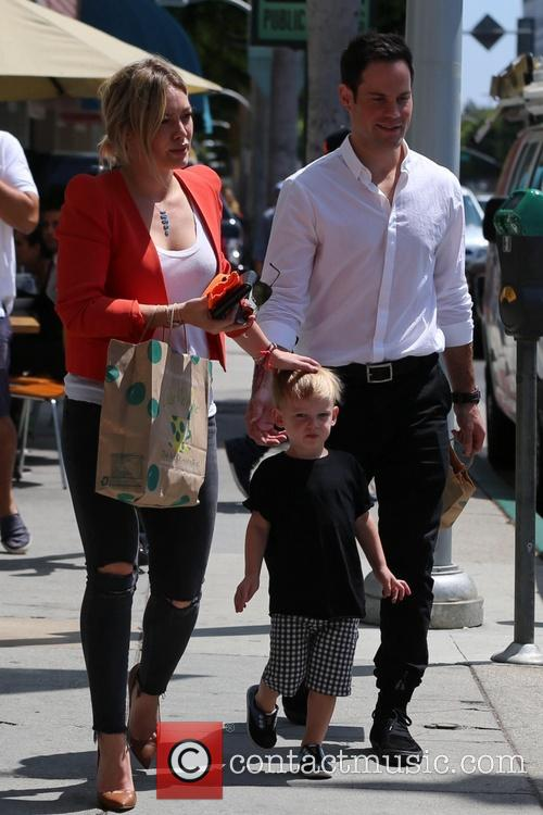 Hilary Duff, Luca Comrie and Mike Comrie 6