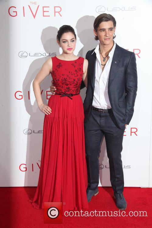 Odeya Rush and Brenton Thwaites 6