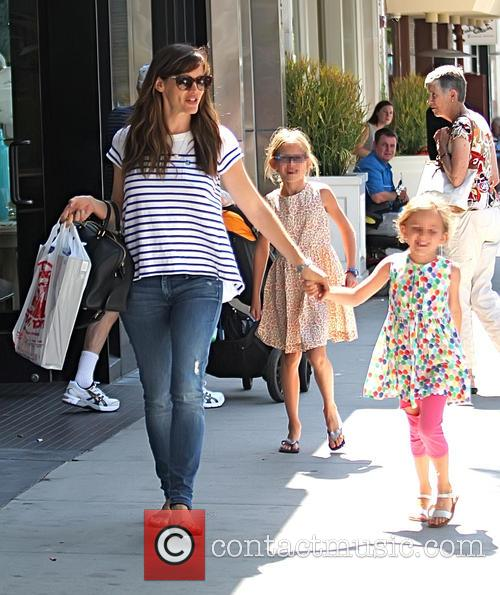 Jennifer Garner, Violet Affleck and Seraphina Affleck 3