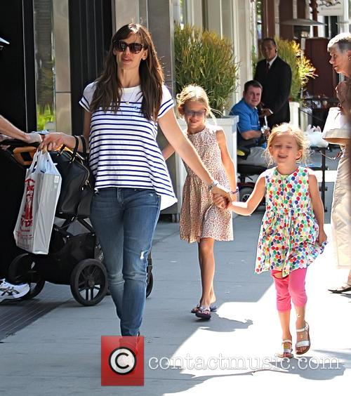 Jennifer Garner, Violet Affleck and Seraphina Affleck 5