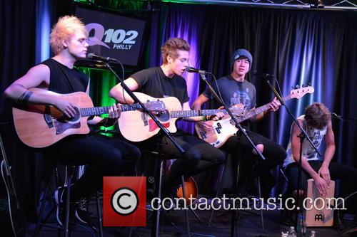 5 Seconds of Summer perform in Philly