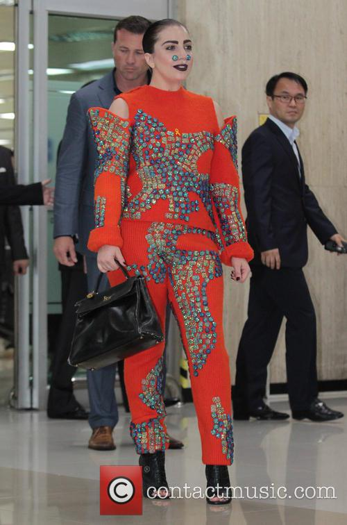 lady gaga lady gaga arrives at gimpo 4327102