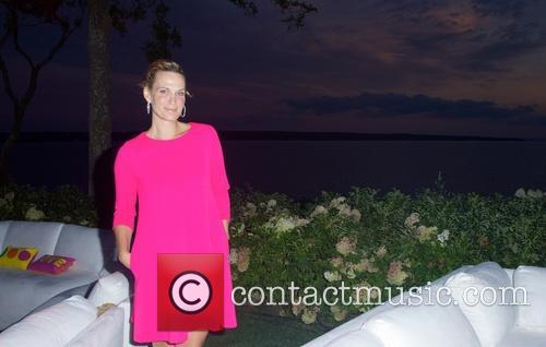 molly sims the hamptons paddle party for 4327702