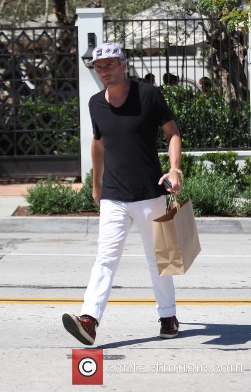Balthazar Getty goes shopping