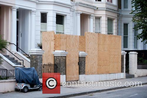 Notting Hill business owners board up their storefronts...