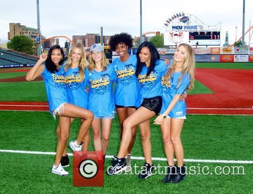 Hannah Davis, Jess Perez, Adaora Akubilo, Ariel Meredith, Hannah Ferguson and Chanel Iman 5