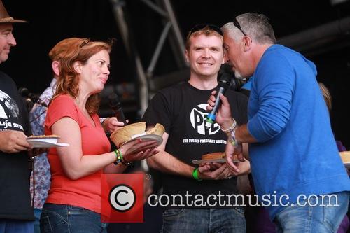 Car Fest 2014 Cake v Pies