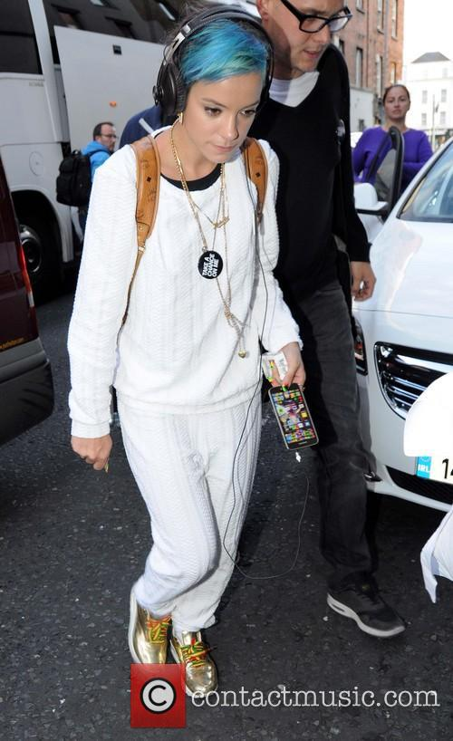 Lily Allen arrives at Dublin Hotel wearing Cannabis...