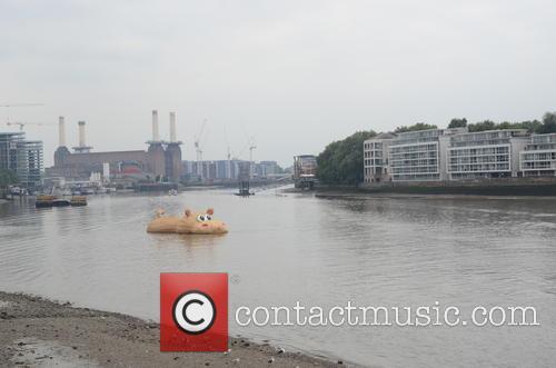 HippopoThames sails along the River Thames