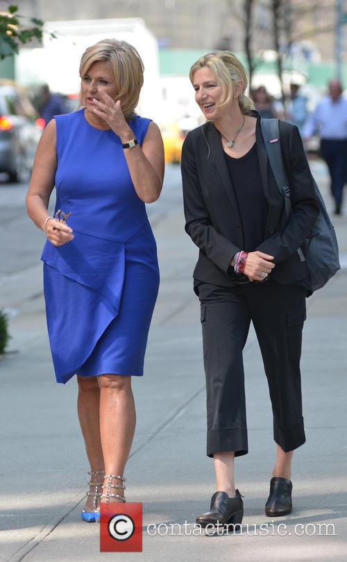 Diane Sawyer conducts an interview while out walking...