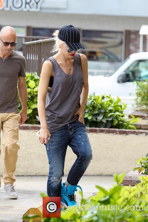 Gwen Stefani arrives for her acupuncture