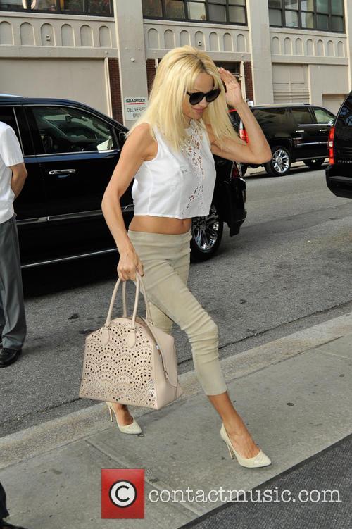 Pamela Anderson returning to her hotel