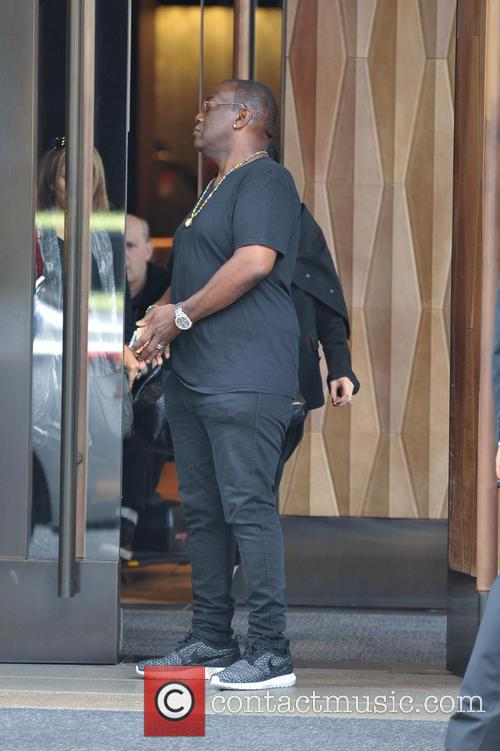 Randy Jackson leaving his hotel