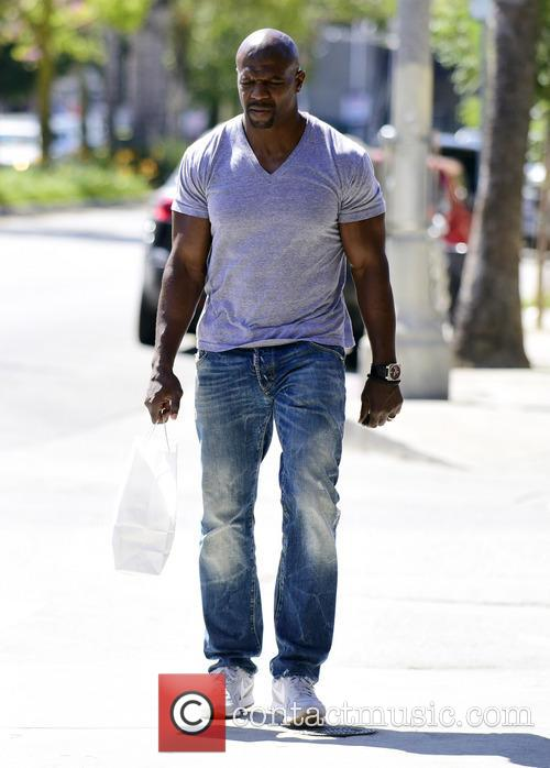 Terry Crews picks up lunch at Lemonade cafe