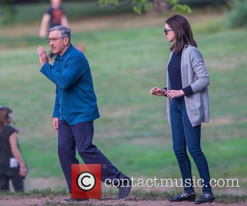 Anne Hathaway and Robert De Niro 8