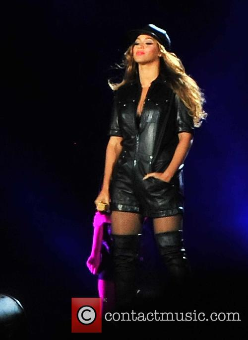 Beyonce and Jay-Z perform in Paris for their...