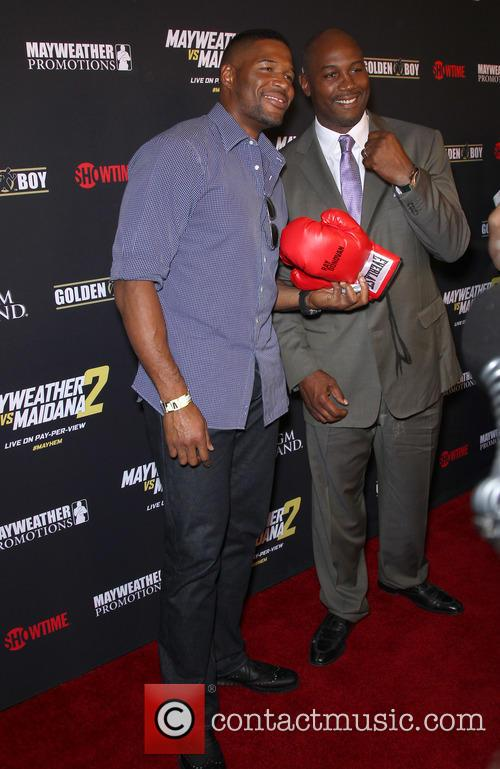 Michael Strahan and Lennox Lewis 4
