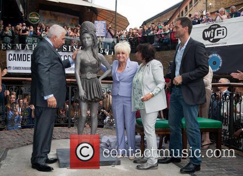 Mitch Winehouse, Barbara Windsor, Janis Winehouse and Scott Eaton 2