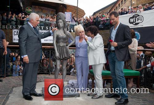 Mitch Winehouse, Barbara Windsor, Janis Winehouse and Scott Eaton 3