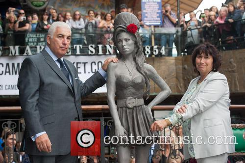 Mitch Winehouse and Janis Winehouse 9