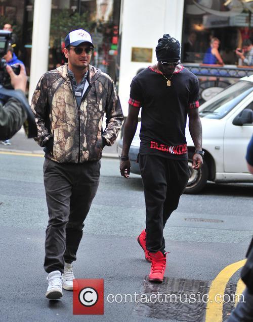 Balotelli leaves San Carlo manchester