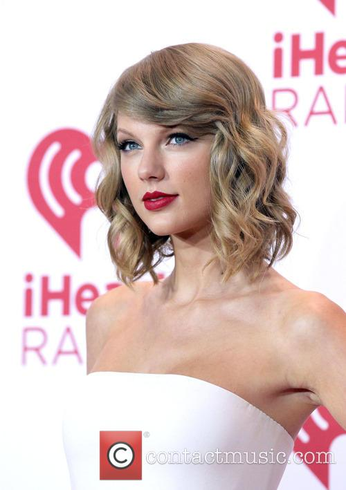 Taylor Swift Fans Enraged After Dj Who Groped Her Is Hired By Mississippi Radio Station