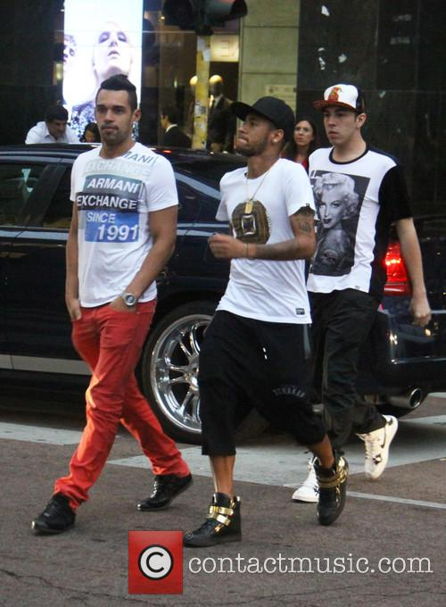 Neymar shops in Milan