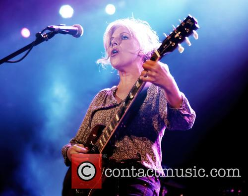 Tanya Donelly performs live