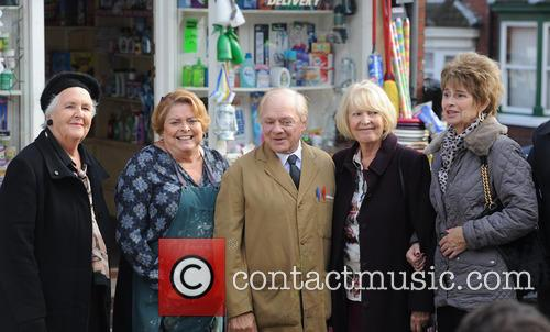 Cast Photo, Stephanie Cole, Linda Baron and David Jason