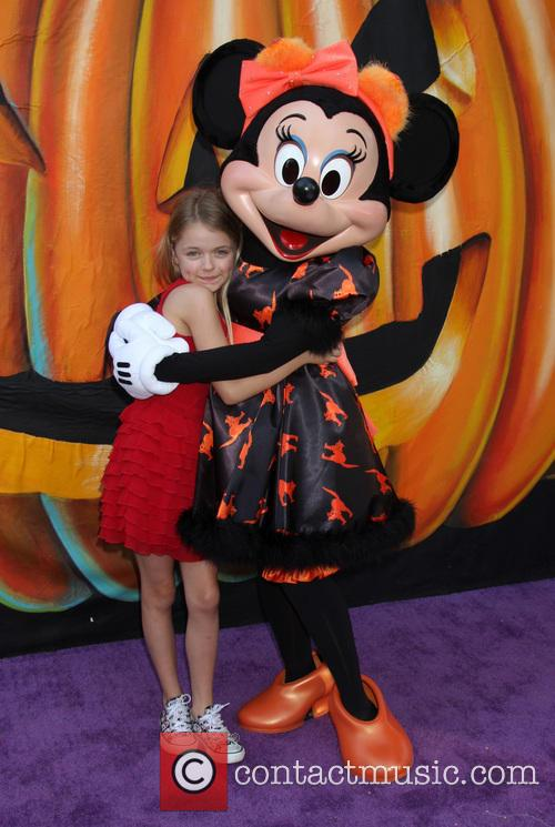 Kylie Rogers and Minnie Mouse 4