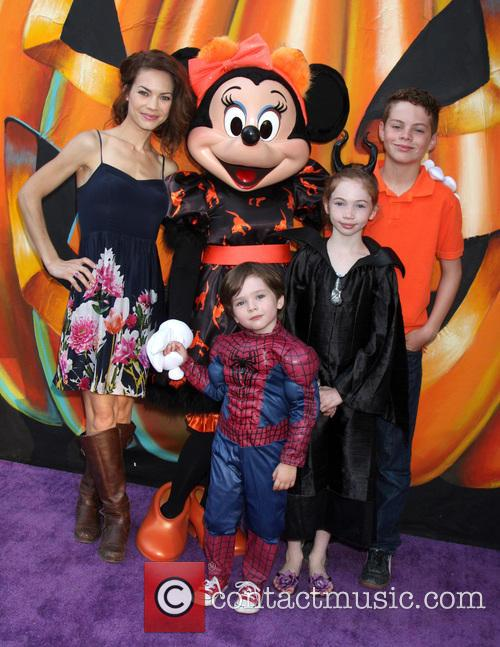 Rebecca Herbst, Ella Bailey Saucedo, Ethan Riley Saucedo, Emerson Truett Saucedo and Minnie Mouse