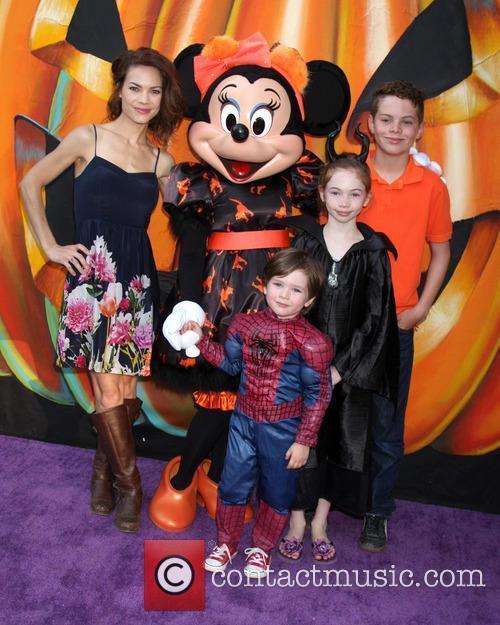 Rebecca Herbst, Ella Bailey Saucedo, Ethan Riley Saucedo, Emerson Truett Saucedo and Minnie Mouse 3