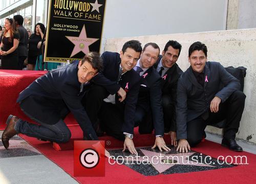 Joey Mcintyre, Jordan Knight, Donnie Wahlberg, Danny Wood and Jonathan Knight 2