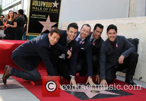 Joey Mcintyre, Jordan Knight, Donnie Wahlberg, Danny Wood and Jonathan Knight 6