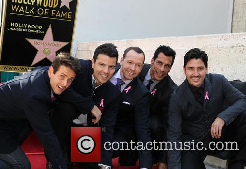 Joey Mcintyre, Jordan Knight, Donnie Wahlberg, Danny Wood and Jonathan Knight 7