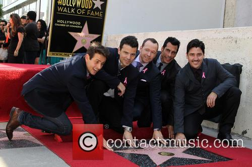 Joey Mcintyre, Jordan Knight, Donnie Wahlberg, Danny Wood and Jonathan Knight 8