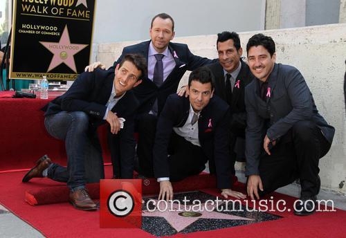 Joey Mcintyre, Jordan Knight, Donnie Wahlberg, Danny Wood and Jonathan Knight 10