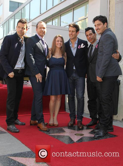 Jordan Knight, Donnie Wahlberg, Melissa, Joey Mcintyre, Danny Wood and Jonathan Knight 3