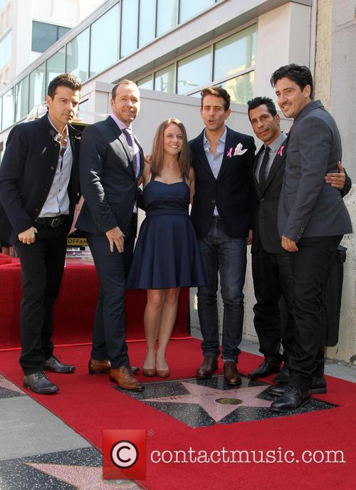 Jordan Knight, Donnie Wahlberg, Melissa, Joey Mcintyre, Danny Wood and Jonathan Knight 1