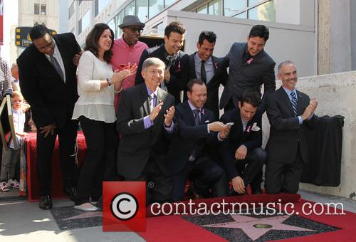 Maurice Starr, Arsenio Hall, Leron Gubler, Donnie Wahlberg, Joey Mcintyre, Danny Wood, Jordan Knight and Jonathan Knight 1