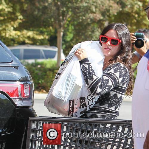 A heavily pregnant Rachel Bilson running errands