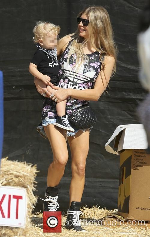 Fergie and Josh Duhamel visit Mr. Bones Pumpkin...