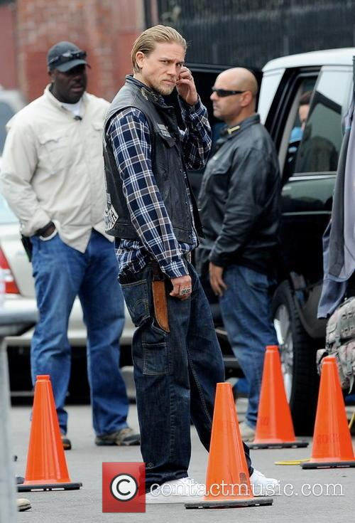 Charlie Hunnam filming
