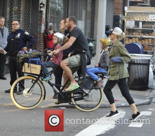 Liev Schrieber and Naomi Watts take their children...