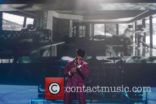 Ne-Yo performs live in concert