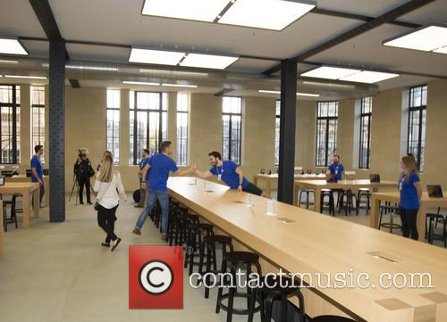 New Apple retail store opens in Edinburgh