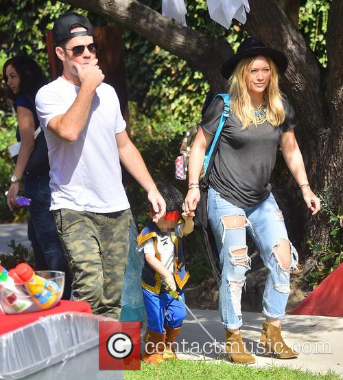 Hilary Duff and Mike Comrie take their son...