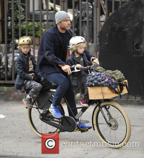 Liev Schreiber takes his two sons to school...